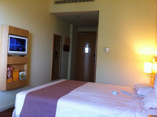 Ibis Al Rigga: spacious room
