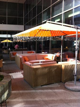 Ibis Al Rigga: outside seating area