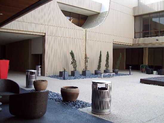 Hilton University of Houston: outside lobby