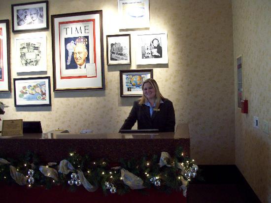 هياتون يونيفيرسيتي اوف هيوستون: front desk clerk