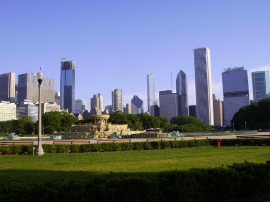 Looking north from Grant Park toward downtown Chicago