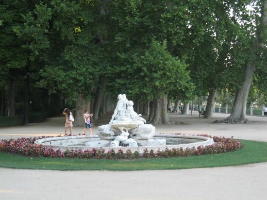 Fuente en el jardin de la isla fotograf a de palacio real for El jardin de aranjuez