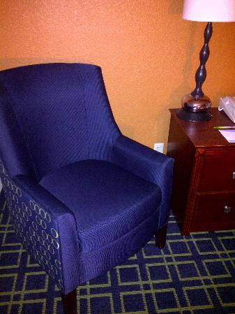 Quality Inn Cranberry Township: Cheap, poor quality decor with scratchy fabric.