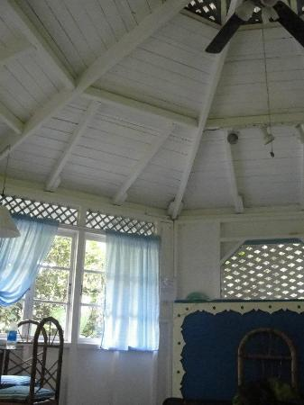 Aguas Claras Beach Cottages: Inside the blue house