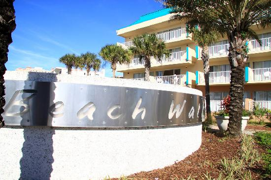 Magnuson Hotel Clearwater Beach: Front of Hotel
