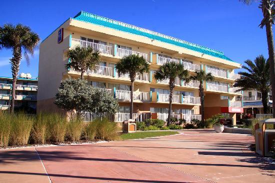 Magnuson Hotel Clearwater Beach: Located on Beach Walk