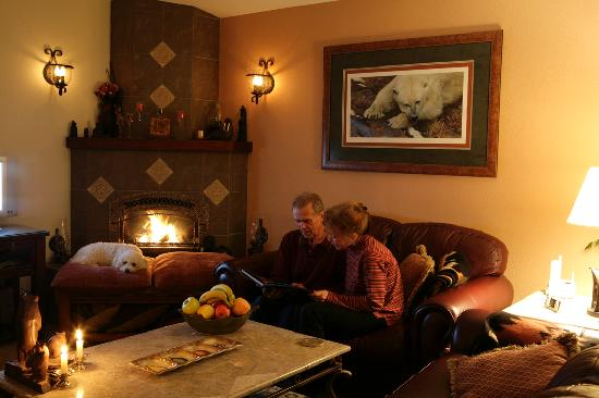 Black Bear Inn livingroom