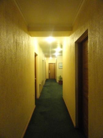 Hotel María Angola: Pasillo habitaciones primer piso (planta baja).