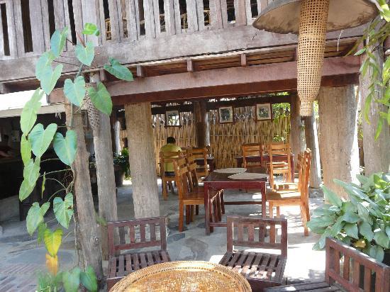 Lao Lu Lodge: Coin petit dej plein de charme