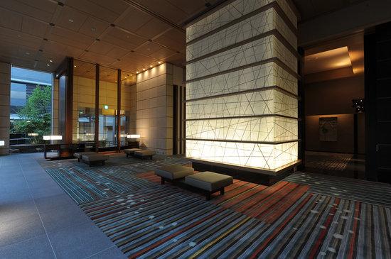 庭のホテル 東京, Lobby