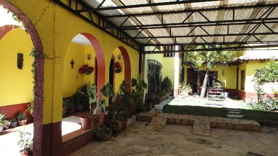 Posada Sancris: Entrance and yard