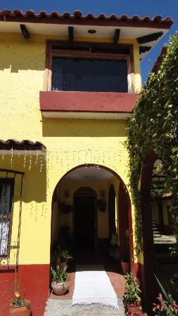 Posada Sancris: Entrance