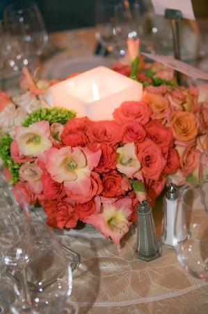 Las Mananitas: Flower arrangements