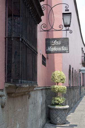Las Mananitas: The hotel entrance