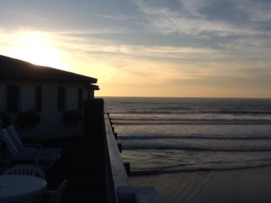 Crystal Pier Hotel & Cottages: Sunset from cottage 2.