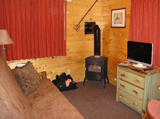 Fireside Inn & Cabins: Living Room