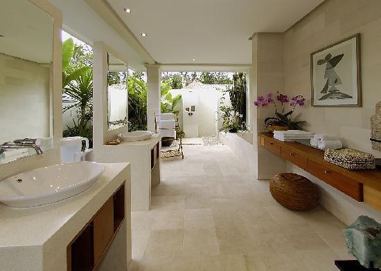 Villa Bali Asri: Large Bathroom