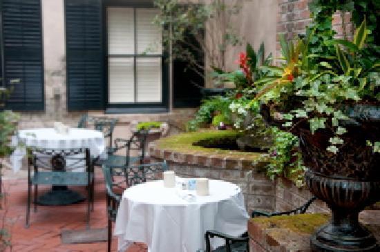 Ballastone Inn Mansion Garden Courtyard