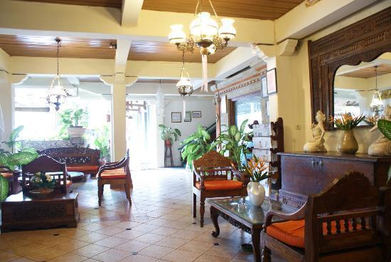Restu Bali Hotel: 酒店大堂,可以上网,其余地方不行。