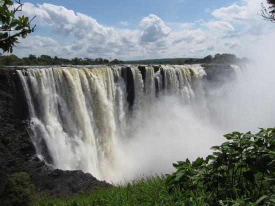 Ilala Lodge: One of the 7 Natural Wonders of the World - Spectacular Vic Falls