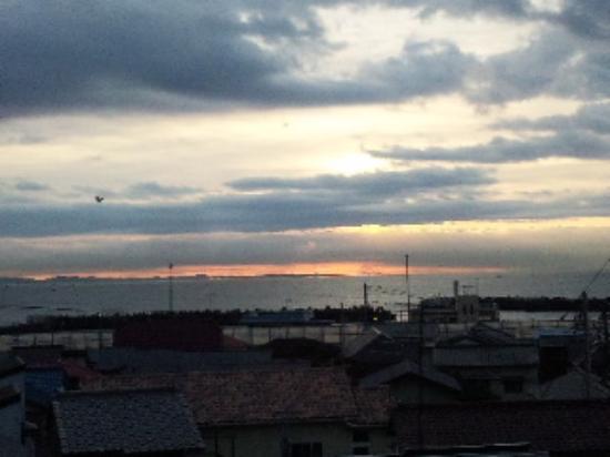 Oouchikan: 大内館さんの部屋から見た西湘バイパス&目の前の海