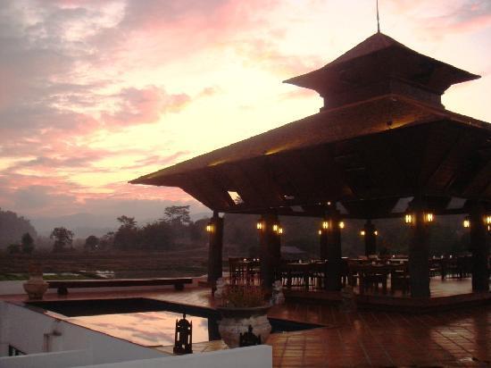 Manee Dheva Resort & Spa: Pink sky above Manee Dheva (1)