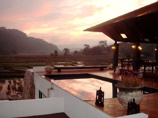 Manee Dheva Resort & Spa: Pink sky above Manee Dheva (2)