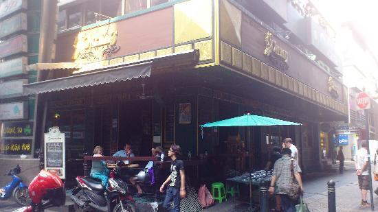 Flann O'Brien's Irish Pub : Oreillys on Silom rd