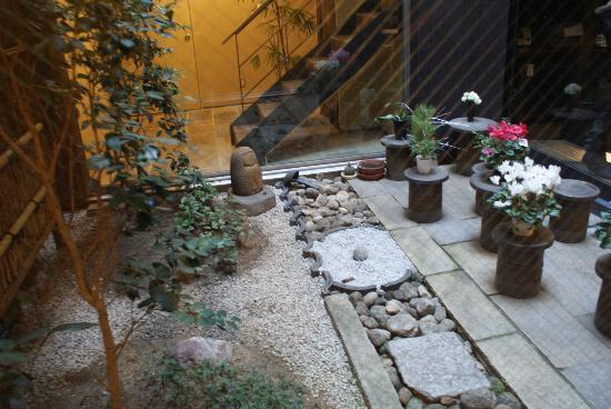 Kyomachiya Ryokan Sakura Honganji: japanese garden in the lobby
