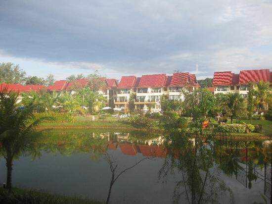 Khao Lak Emerald Beach Resort & Spa: garden