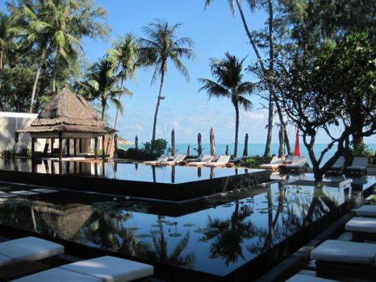 SALA Samui Choengmon Beach Resort: Water looks lovely regardless.