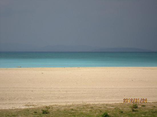 Okuma Beach: 真っ白なビーチ