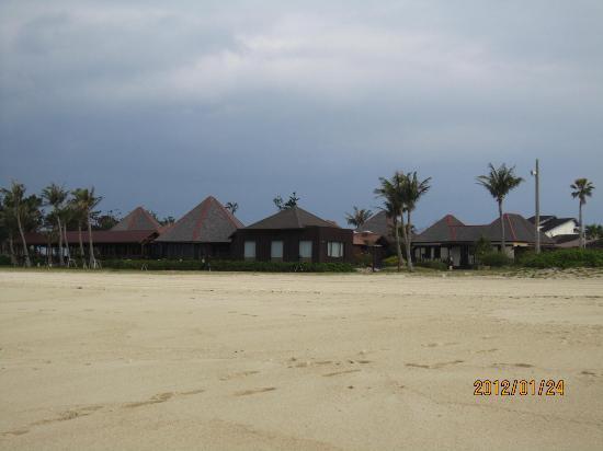 Okuma Beach : ビーチよりホテル