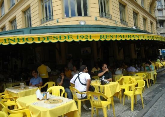 Restaurante Amarelinho,frente  a la plaza,Cinelandia