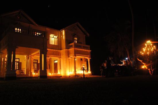 Villa de Zoysa: house at night..xmas 2011!