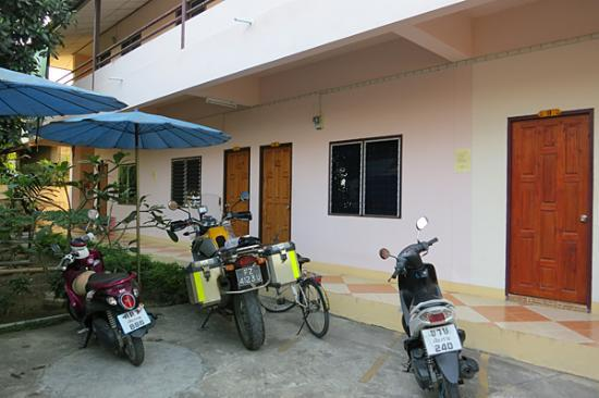 PS Guesthouse: private parking area
