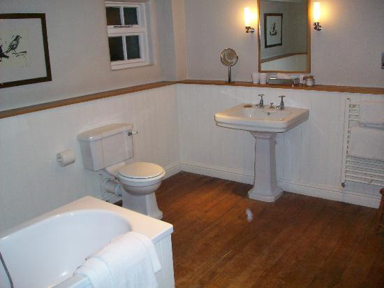 Wheelwrights Arms : The bath