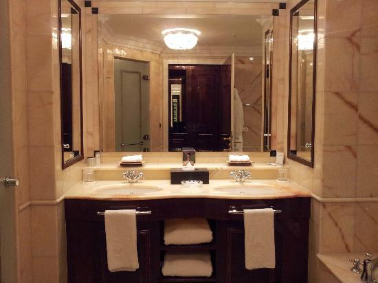 Bagno in marmo: 10 e lode.. - Foto di The Ritz-Carlton, Berlin ...