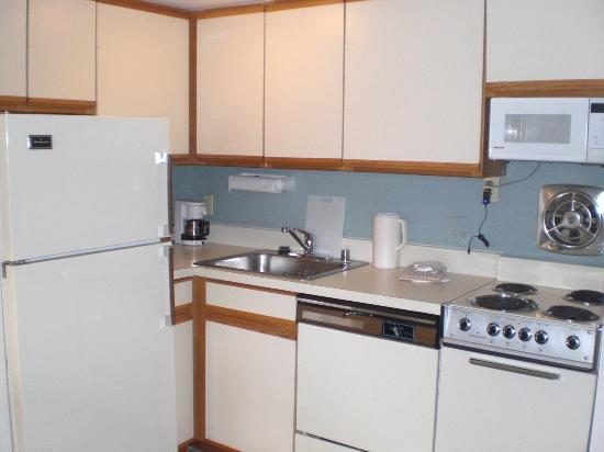 Georgetown Suites: Kitchen Area
