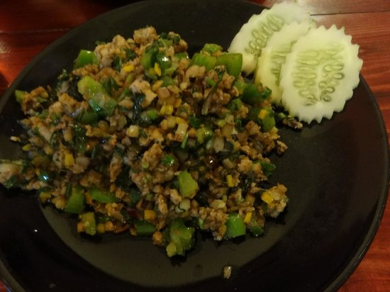 The Swan Burmese Cuisine: Salade tiède de porc