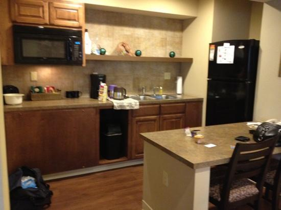 Hotel At WaterWalk: kitchen area king suite