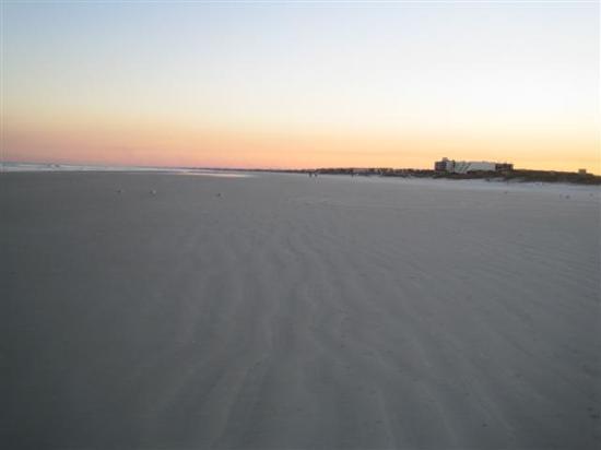 St. Augustine Beach : A wide beach!