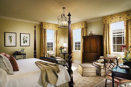 Planters Inn's distinctively residential details pay homage to an authentic antebellum mansion.