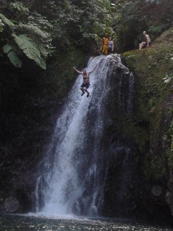Seven Sisters Falls : Jumping from the largest waterfall