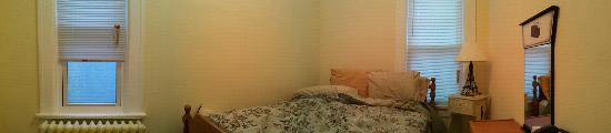 LaSalle Fort Wayne Downtown Inn: 90 degree panorama of Paris Room (rumpled bed my fault)