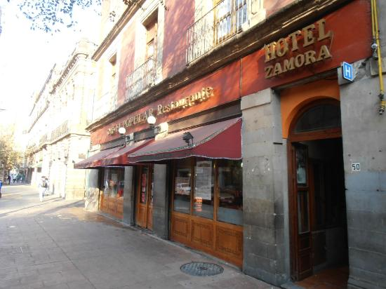 Hotel Juarez : La patisserie à l'angle de la rue ! hummm