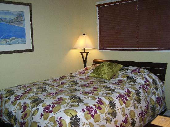 Auberge Kicking Horse B&B: Selkirk room