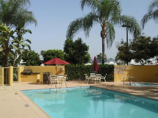 TownePlace Suites Anaheim Maingate Near Angel Stadium: Lovely pool, recently resurfaced.