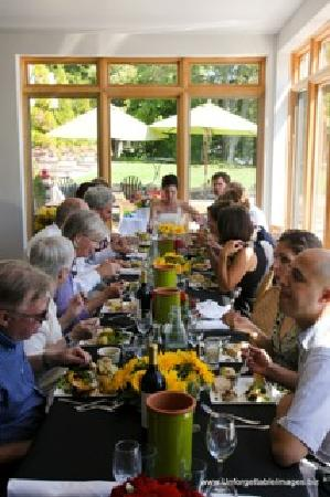 The Vineyard Inn on Suttons Bay : Great for rehearsal dinners