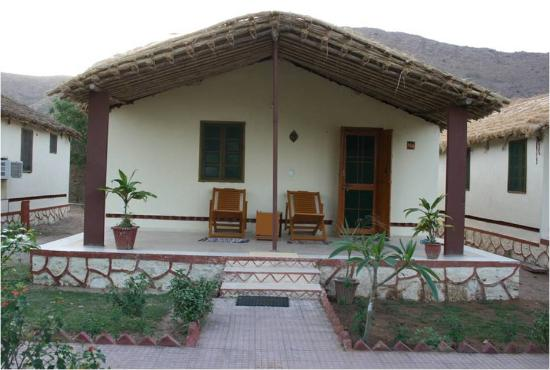 Geejgarh Village Retreat: Cottage exterior